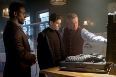 "GOTHAM: L-R: Chris Chalk, David Mazouz and Sean Pertwee in ""The Fear Reaper"" episode of GOTHAM airing Thursday, Sept. 28 (8:00-9:01 PM ET/PT) on FOX. ©2017 Fox Broadcasting Co. Cr: Jeff Neumann/FOX."