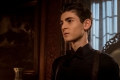 "GOTHAM: David Mazouz in ""A Dark Knight: They Who Hide Behind Masks"" episode of GOTHAM airing Thursday, Oct. 5 (8:00-9:01 PM ET/PT) on FOX. ©2017 Fox Broadcasting Co. Cr: Jeff Neumann/FOX."